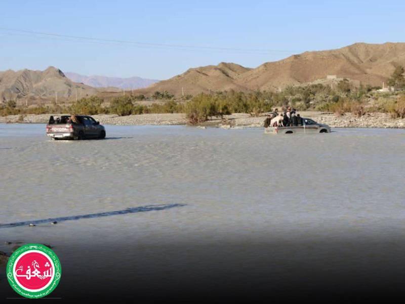 تهیه و پخش غذا در مناطق سیل زده به دست سفیران شعف