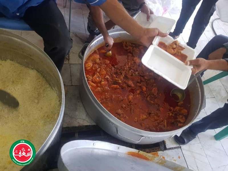 پخت و توزيع یک وعده طعام گرم بين سيل زدگان هرمزگان
