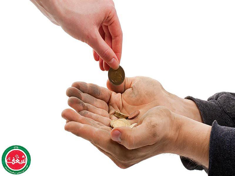 به متکدیان کمک مالی بکنیم یا خیر؟